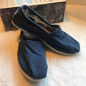 Toms classic flats in blue size 7